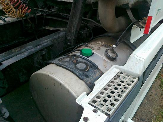 Дополнительный топливный бак тягача Volvo