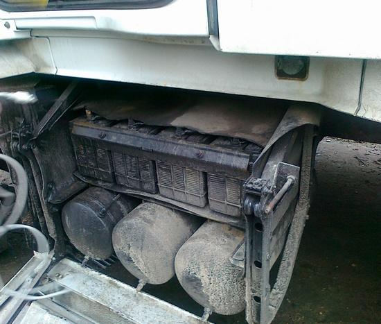 Аккумуляторный отсек тягача Volvo