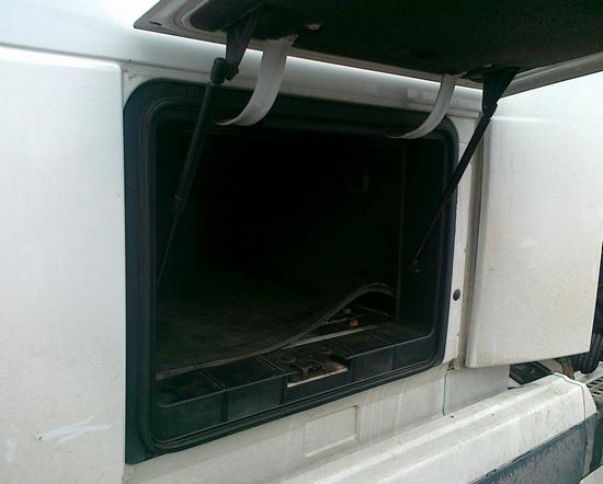Боковой люк тягача Volvo